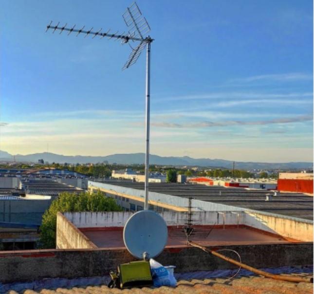 Antenas tv exterior TDT y parabólica satélite reparar y actualizar por Instalrapid Vallès, Barcelona